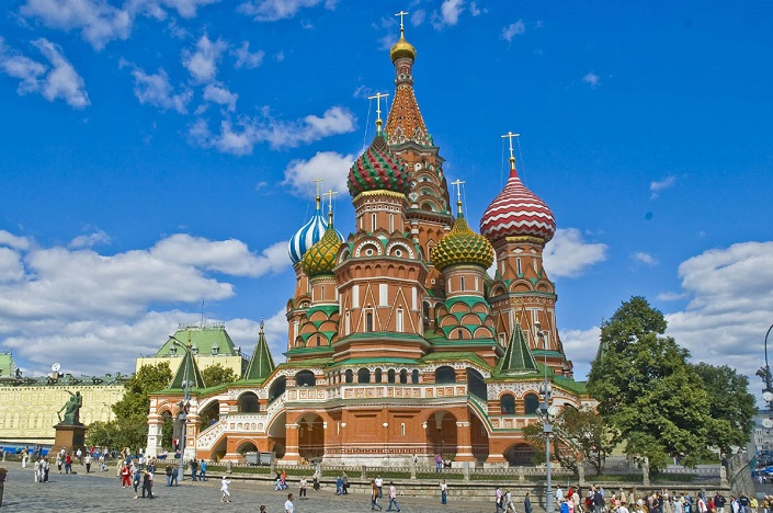 20 most famous and iconic buildings to see before you die, st basils cathedral in moscow