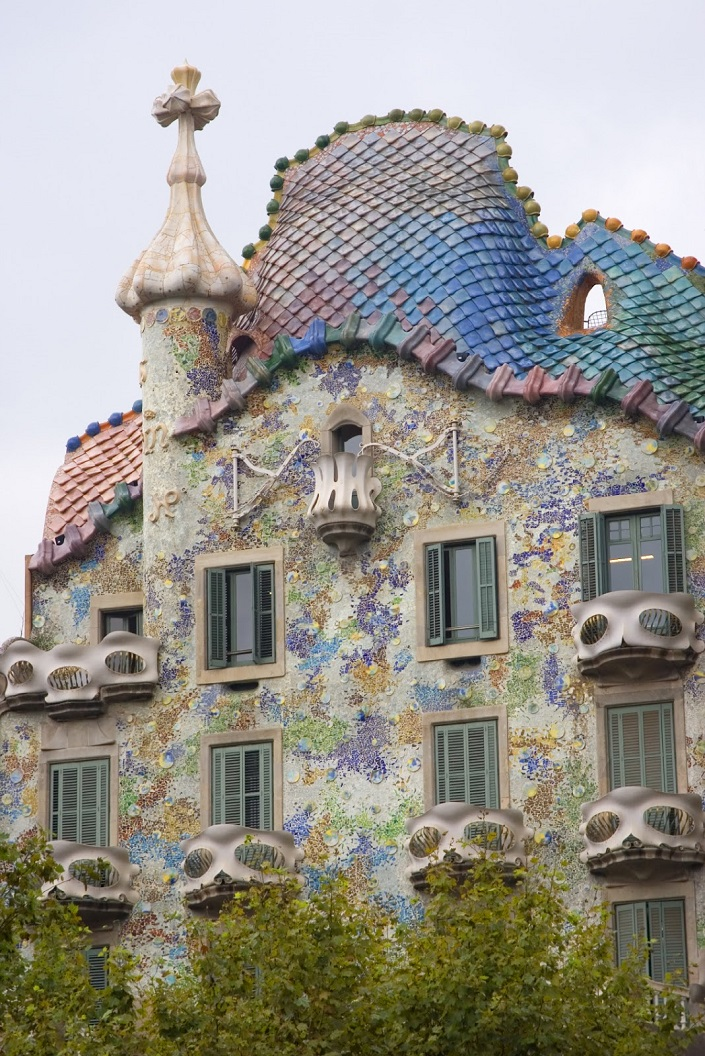iconic buildings The 20 Most Famous and Iconic Buildings You Have to See Before you Die 20 most famous and iconic buildings to see before you die 10 gaudi house barcelona