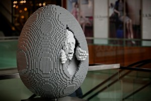 Fabergé The Big Egg Hunt New York 2014  the-faberge-big-egg-hunt-new-york-easter-martin-handford-nathan-sawaya the faberge big egg hunt new york easter martin handford nathan sawaya 300x200