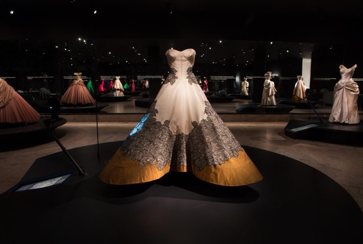 Outstanding- Houte-couture- Fashion-Exhibition-at-The Metropolitan-New-York-Charles James-1953  Outstanding Houte-couture Fashion Exhibition at The Metropolitan, New York Outstanding Houte couture Fashion Exhibition at The Metropolitan New York Charles James 1953