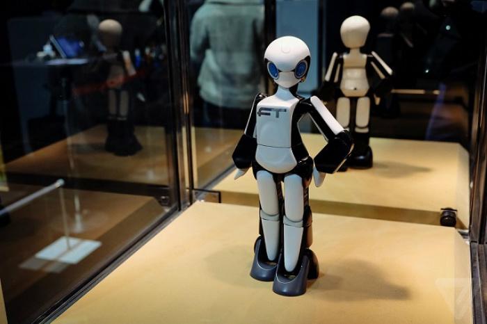 Best of Tokyo Designers Week  Best of Tokyo Designers Week Tomotaka Takahashi female robot best of Tokyo Designers Week