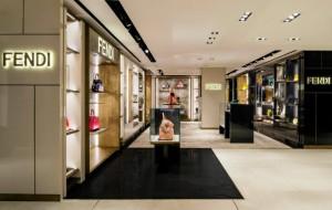 FENDI MILAN BOUTIQUE AT LA RINASCENTE: A NEWLY RENOVATED CORNER STORE  FENDI MILAN BOUTIQUE AT LA RINASCENTE: A NEWLY RENOVATED CORNER STORE Fendi Milan Boutique at La Rinascente a newly renovated corner store 3 300x190