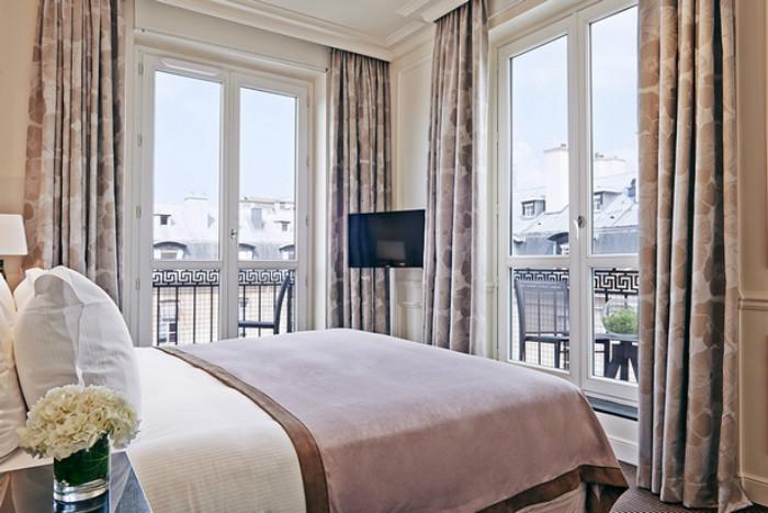 HOTEL GUIDE FOR A PARISIAN VALENTINE'S DAY  HOTEL GUIDE FOR A PARISIAN VALENTINE'S DAY Grand H  tel du Palais Royal Suite