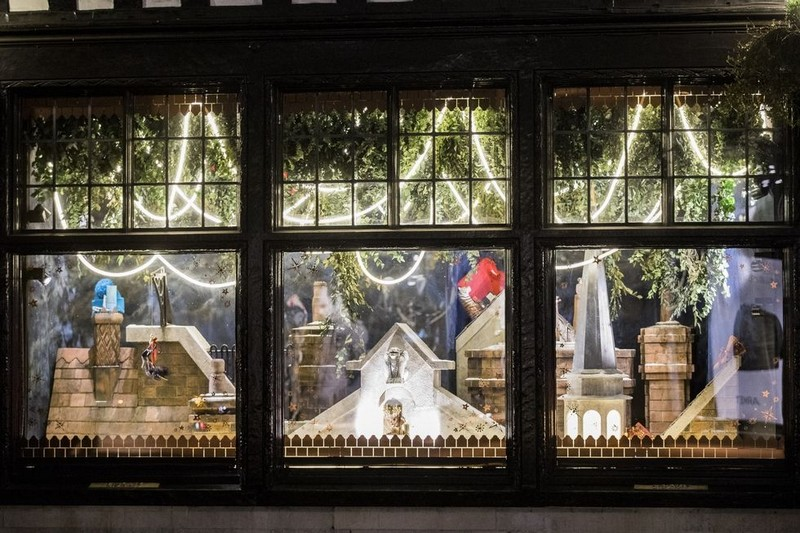 Best Design Events Presents You the Best Christmas Windows 2017 > Best Design Events > The latest news on the best design events in the world > #bestdhristmaswindows2017 #christmasdecorations #bestdesignevents Best Christmas Windows 2017 Best Design Events Presents You the Best Christmas Windows 2017 Best Design Guides Shows You the Best Christmas Windows 2017 8