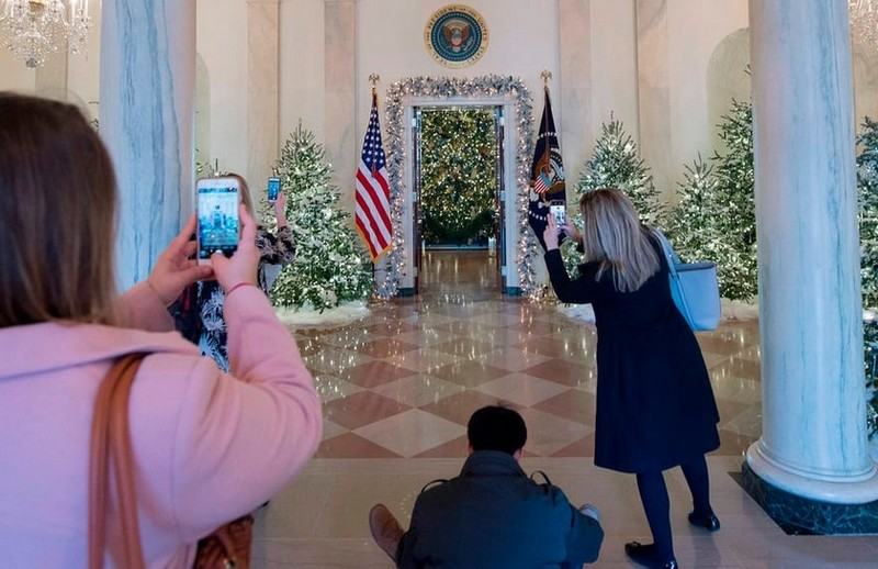 Check Out Exclusive Pictures of 2017 White House Christmas Decorations > Best Design Events > the latest news on the best design events in the world > #whitehousechristmasdecorations #whitehousechristmasdecorations2017 #bestdesignevents 2017 White House Christmas Decorations Check Out Exclusive Pictures of 2017 White House Christmas Decorations Check Out Exclusive Pictures of 2017 White House Christmas Decorations 14