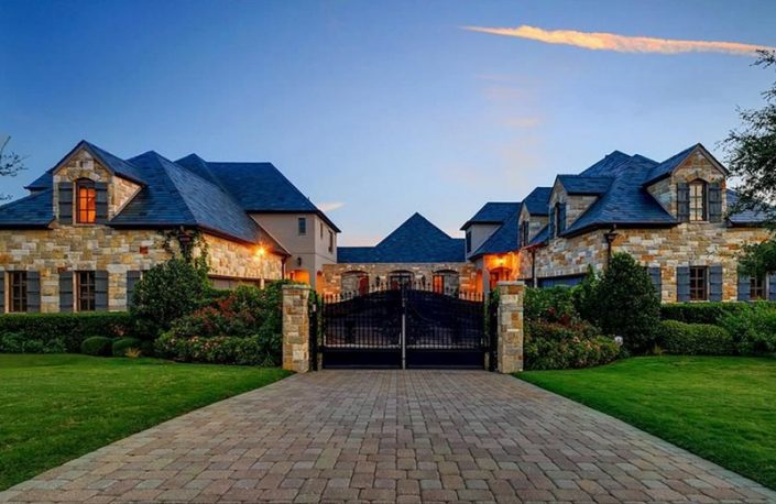 Celebrity Homes: Selena Gomez Re-Lists Her Awesome Texas Mansion > Best Design Events > The latest news in interior design > #celebrityhomes #selenagomez #bestdesignEvents Celebrity Homes Celebrity Homes: Selena Gomez Re-Lists Her Awesome Texas Mansion Celebrity Homes Selena Gomez Re Lists Her Awesome Texas Mansion 1 705x458